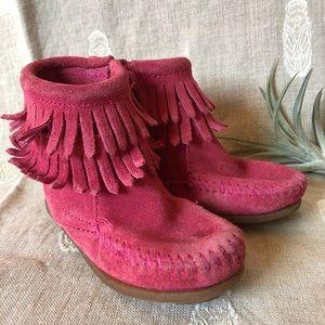 Minnetonka • Pink Suede Fringe Booties